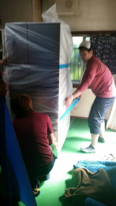 冷蔵庫 吊り作業 画像